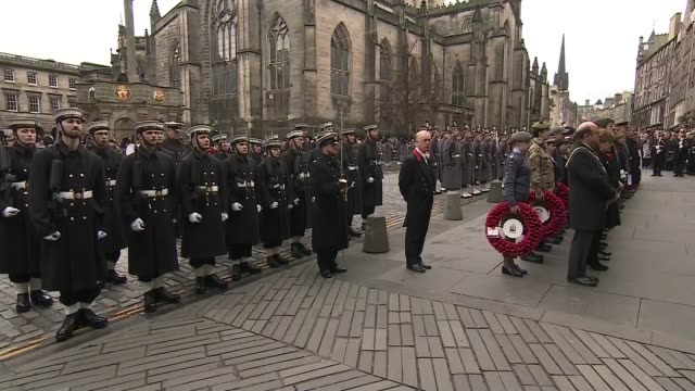WWI Centenary marked at services at Cenotaph and across world SCOTLAND Edinburgh Royal Mile EXT Soldiers observing minute's silence outside St Giles...