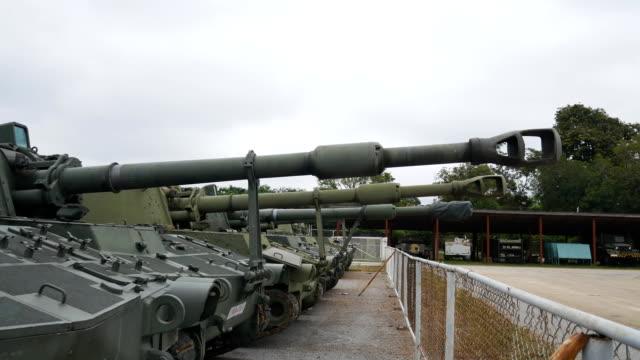 stockvideo's en b-roll-footage met gepantserde tank - ministerie van defensie