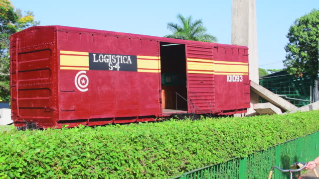 armored train derailment monument: the historic landmark preserves the historic decisive action that helped the cuban revolution to succeed. - 脱線点の映像素材/bロール
