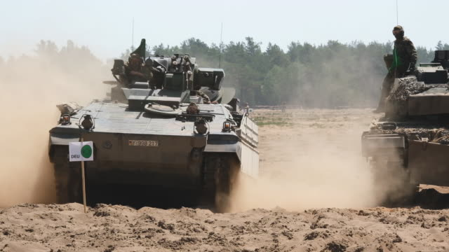 vidéos et rushes de armored units take part in the nato noble jump military exercises following a live fire demonstration on june 12 2019 in zagan poland the exercises... - véhicule blindé