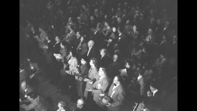 stockvideo's en b-roll-footage met vs armory audience listening applauding standing ovation / president harry s truman at podium on stage shakes hands with senator warren magnuson /... - margaret truman