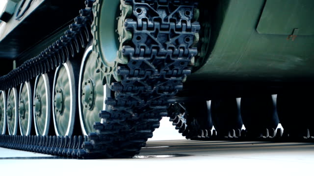 stockvideo's en b-roll-footage met armoured vehicle caterpillar tracks - army