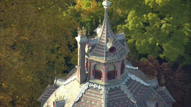 aerial zo armour-stiner house (carmer octagon house), fully domed octagon style residence / irvington, new york, usa - octagon stock videos and b-roll footage