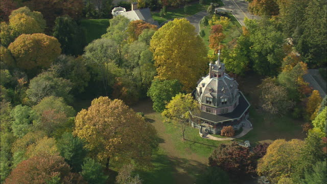 aerial ws armour-stiner house (carmer octagon house), fully domed octagon style residence / irvington, new york, usa - octagon stock videos and b-roll footage