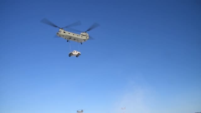 us army 101st airborne division participate in air assault training exercise involving chinook helicopter - fort campbell video stock e b–roll