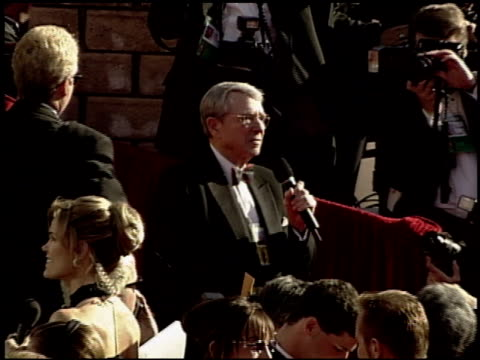 army archerd at the 2000 academy awards at the shrine auditorium in los angeles, california on march 26, 2000. - 第72回アカデミー賞点の映像素材/bロール