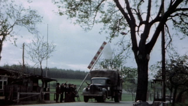 vidéos et rushes de army armored convoy driving through czech border / czech republic - 1945