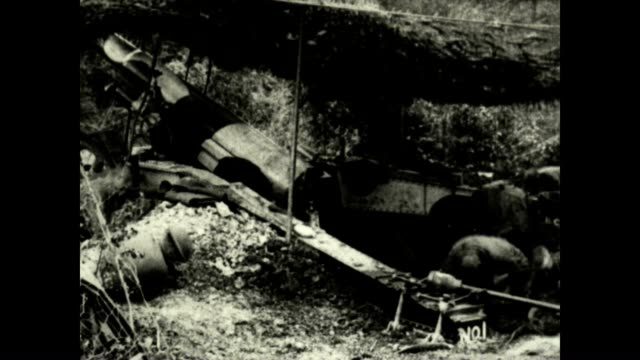 us army artillery respond to a gas attack in wwi from a signal corps official film - prima guerra mondiale video stock e b–roll