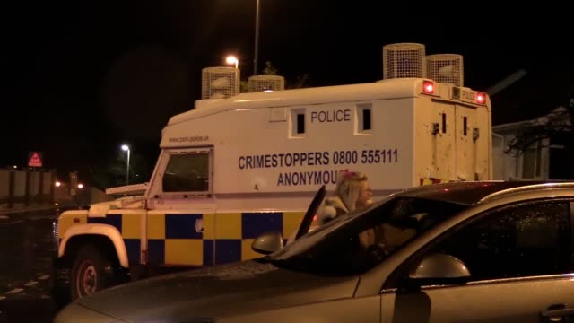 army bomb disposal units arrive at southway in derry after a security alert in the area earlier on january 21. the scene remains sealed by psni. - ulster province stock videos & royalty-free footage