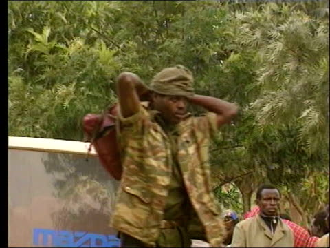 army chief faces un tribunal; lib zaire: members of the hutu militia who fled the rwanda - フツ族点の映像素材/bロール