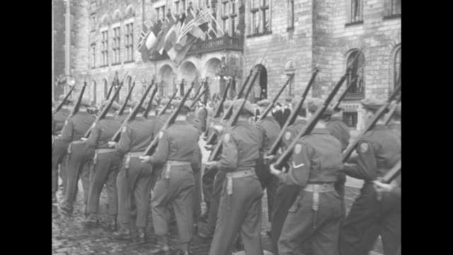 vidéos et rushes de army chief of staff dwight eisenhower welcomes canada's recently mobilized algonquin regiment to world war ii / note exact day not known - général grade militaire