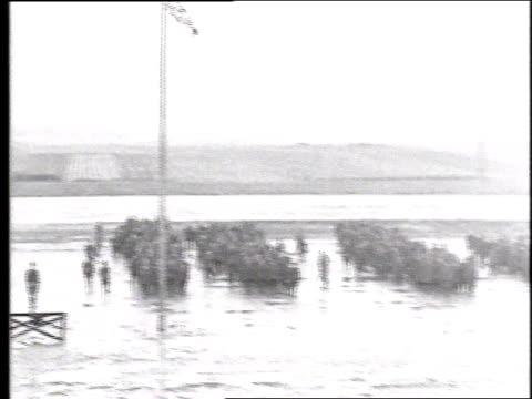vídeos y material grabado en eventos de stock de army companies forming up in the rain / france - pelotón ejército de tierra