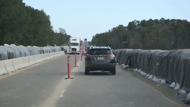 vídeos de stock, filmes e b-roll de army corps of engineers join forces with south carolina national guard as part of hurricane florence response and recovery operations in horry... - planejamento de emergências