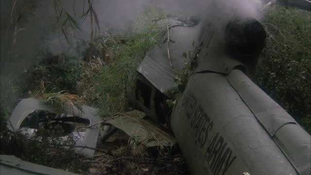ms cu army helicopter crash in jungle - ヘリコプター事故点の映像素材/bロール