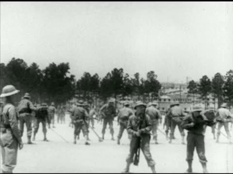 vidéos et rushes de army infantry soldiers bayonet training on field practicing lunges note poor contrast - baïonnette
