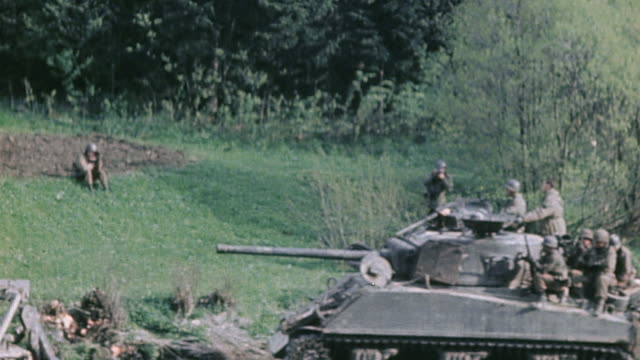 s army m4 sherman tanks fording a stream infantry riding passing a bulldozer and climbing up the bank / germany - infanterie stock-videos und b-roll-filmmaterial