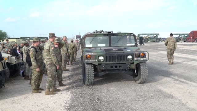 stockvideo's en b-roll-footage met 63 army medics from the 547th medical company arrive at the logistics support area at the donnario bravo us customs and border protection port of... - missiehuis