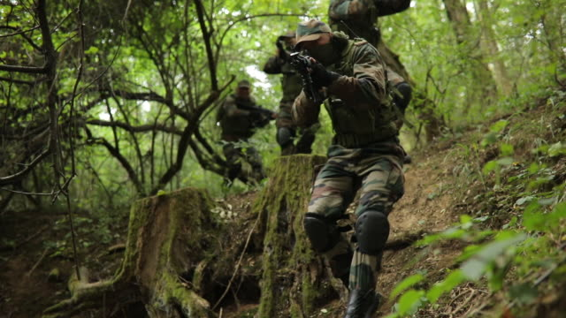 army men on extreme terrain - mercenary human role stock videos & royalty-free footage
