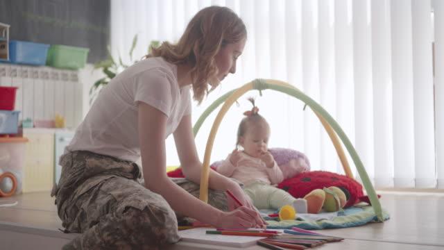Armee Mutter Malbuch für Erwachsene und spielen mit Ihrem Baby.