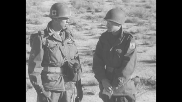 vídeos de stock e filmes b-roll de us army officer standing next to reporter talking about experience of seeing atomic bomb blast at close range as he and soldiers of 11th airborne... - arma de destruição em massa
