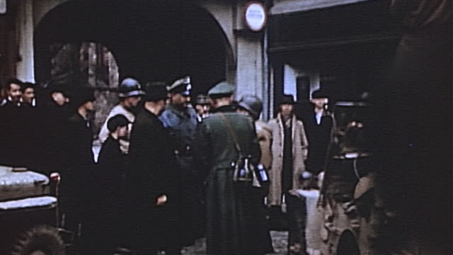 vídeos de stock, filmes e b-roll de army officers interrogating captured enemy officer in village during wwii european campaign / germany - wehrmacht