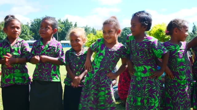 army pacific soldiers conducted a civil outreach event at seaqaqa district school in fiji to demonstrate healthy lifestyle practices, 1 august 2019. - stillahavsöarna bildbanksvideor och videomaterial från bakom kulisserna