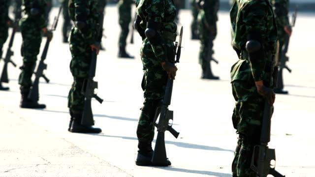 vídeos y material grabado en eventos de stock de desfile del ejército de tierra - pelotón ejército de tierra
