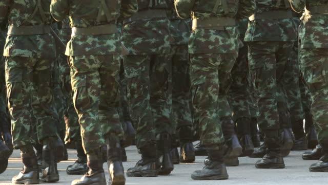vidéos et rushes de parade militaire - armement