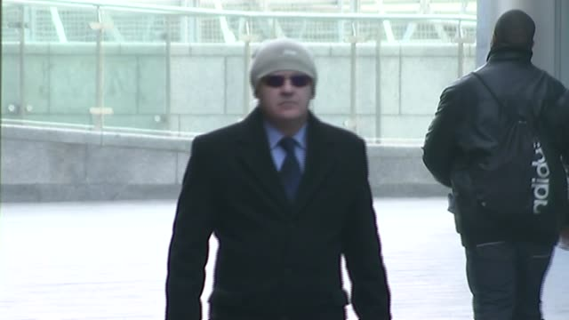 vidéos et rushes de army recruitment sergeant accused of rape and assault in croydon and cheam england london ext edward mee along outside court - recrutement