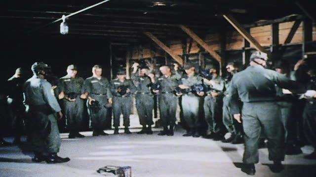 army recruits training against chemical warfare in gas chamber / fort leonard wood missouri united states - execution bildbanksvideor och videomaterial från bakom kulisserna
