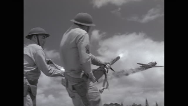 ws ts army soldier firing on fighter plane using machine gun / united states - 真珠湾攻撃点の映像素材/bロール
