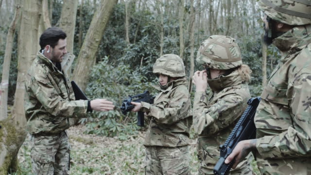 Army soldier giving instructions to team on training