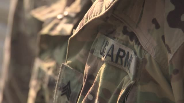 us army soldier uniform - army stock-videos und b-roll-filmmaterial