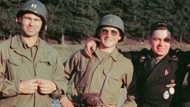 vidéos et rushes de s army soldiers and german army prisoner smiling and posing arms across shoulders / tannenbergsthal germany - wehrmacht