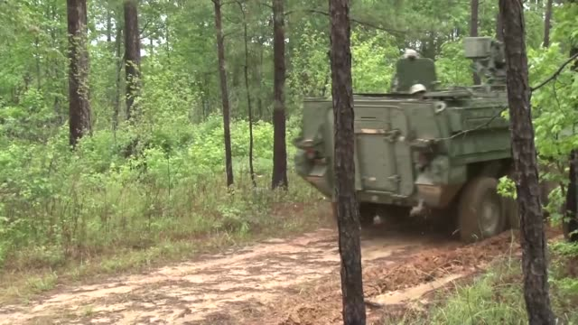 us army soldiers basic training at fort benning georgia - fort benning video stock e b–roll
