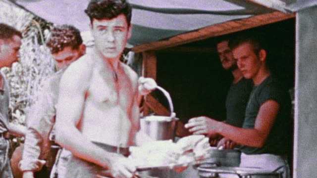 s army soldiers collecting chow from cook tent in large pots and carrying them away / korea - 朝鮮戦争点の映像素材/bロール