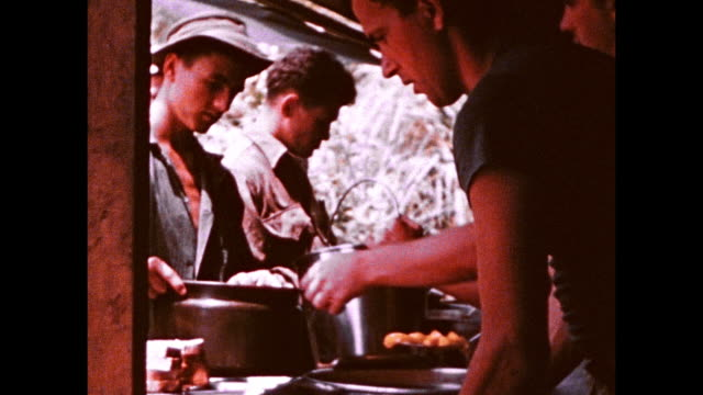 army soldiers collecting chow from cook tent in large pots / korea - サービス業関係の職業点の映像素材/bロール