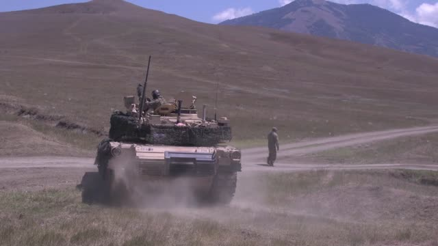army soldiers conduct a live fire exercise with an m1a1 abram tank during agile spirit 19 in orpholo, georgia, 1 august 2019. - portello video stock e b–roll