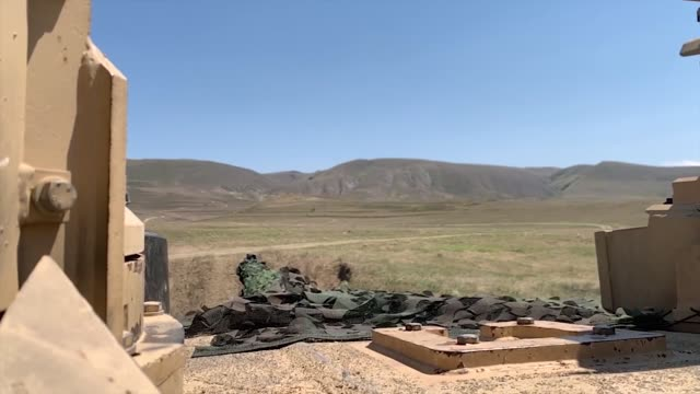 us army soldiers conduct a tank range during agile spirit 19 in orpholo georgia 1 august 2019 - heckklappe teil eines fahrzeugs stock-videos und b-roll-filmmaterial