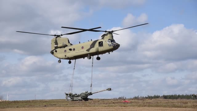 army soldiers conduct an air assault mission with m777 howitzers. u.s. army uh-60 black hawk and ch-47 chinook helicopters were used to lift the... - howitzer stock videos & royalty-free footage