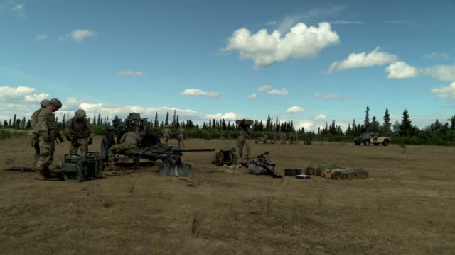 us army soldiers conduct artillery training with an m101 howitzer at eielson air force base alaska during exercise red flag 14 june 2019 - infanterie stock-videos und b-roll-filmmaterial