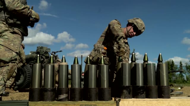 army soldiers conduct artillery training with an m101 howitzer at eielson air force base, alaska during exercise red flag, 14 june 2019. - gunpowder explosive material stock videos & royalty-free footage