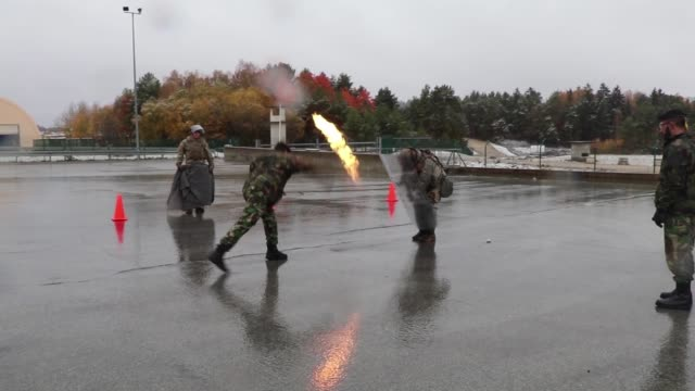 stockvideo's en b-roll-footage met us army soldiers from the 1st squadron 89th cavalry regiment 10th mountain division take part in fire phobia training during kfor25 at the joint... - kosovo