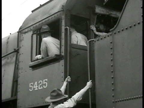 vidéos et rushes de army soldiers in uniform boarding train train leaving station army field telegraph operator passing note soldiers running to line of transport trucks... - world war 1