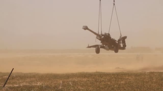 army soldiers use a ch-47 chinook helicopter to practice sling-load routines with a howitzer gun during a training event on fort bliss, texas. - howitzer stock videos & royalty-free footage
