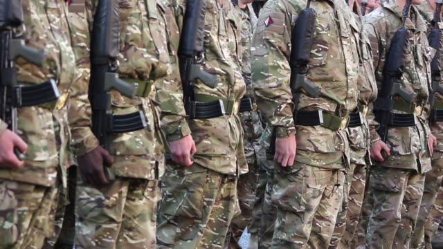 armee soldaten schlange-hd-& pal - marineinfanterie stock-videos und b-roll-filmmaterial