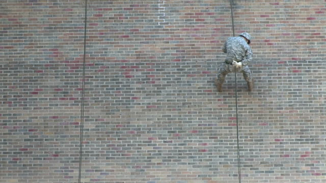 vidéos et rushes de army training 2 - couvre chef