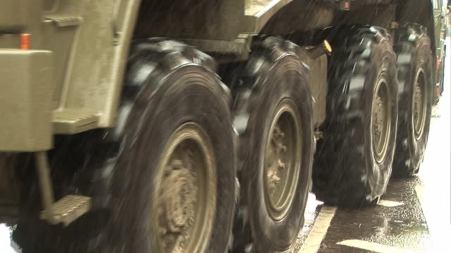 Army Truck / Military Vehicle driving with Big Tyres