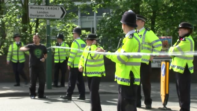 army work to diffuse unexploded wwii bomb near wembley stadium british army bomb disposal vehicles along at scene police officer erecting cordon... - ロープ仕切り点の映像素材/bロール