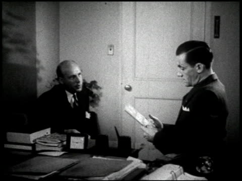 vidéos et rushes de army-navy screen magazine: g.i. bill of rights - 7 of 8 - prelinger archive